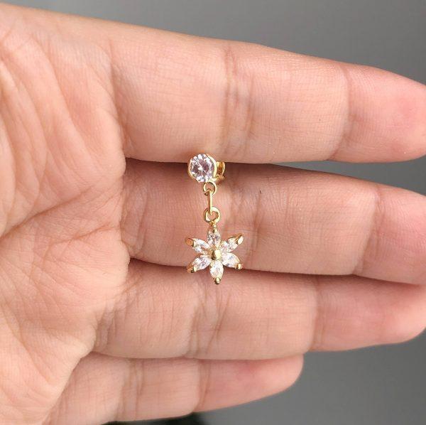Tipo flor circonias 1x2cm_$65